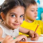 Взаимосвязь между счастьем и оценками в школе