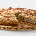 Бурек или бёрек (слоёные улитки) с картошкой