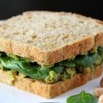 Бутерброды с пастой из авокадо и салат овощной с кокосом