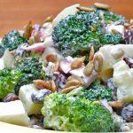 Салат «Изумрудный» из брокколи, огурцов и сыра