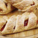 Пирог-плетёнка с творожно-ягодной начинкой