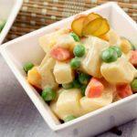 Вегетарианский «Оливье» с жареным картофелем