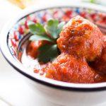 Тефтели из фасоли в томатном соусе