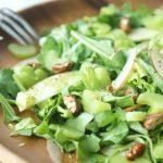 Овощной салат с сельдереем и семечками