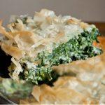 Греческий пирог «Спанакопита» со шпинатом и паниром